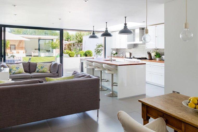 Cucina soggiorno open space, pavimento in gres colore grigio ...