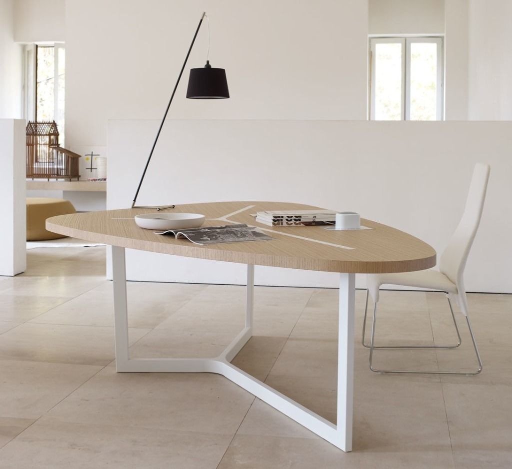 Table Blanche Pied Bois 10 tables ni rondes, ni rectangulaires   table blanche et