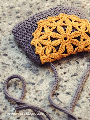 Sweet crotchet purse pattern, from 'Where is the Wonderland', a LOVELY blog.
