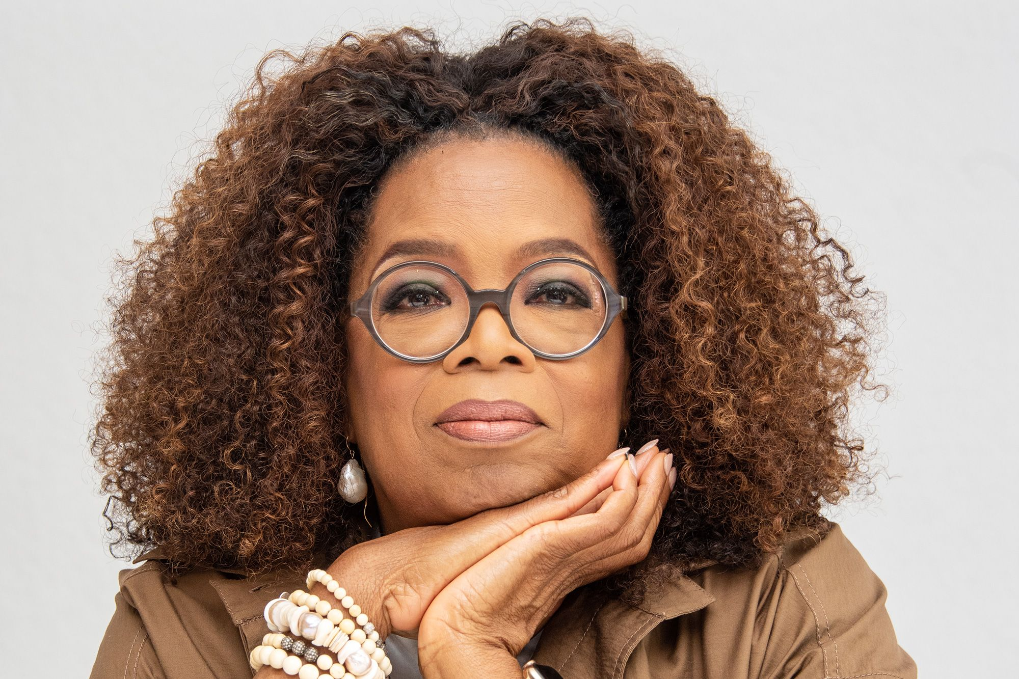 Oprah Winfrey Gives Up Her Magazine Cover For The First Time Ever To Honor Breonna Taylor In 2020 Oprah Winfrey Oprah Oprahs Book Club