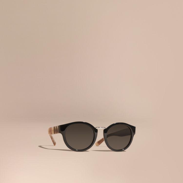 Gafas de sol de montura redonda con detalle de checks y camuflaje