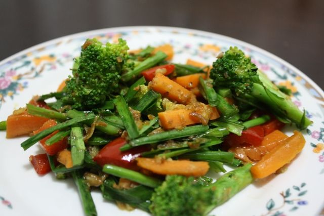 Vegetable Side Cook Frozen Chinese Vegetable Mix In Coconut Oil Then Add A Packet Of Adabi Perencah Sayur Vegetable Sides Chinese Vegetables Vegetable Mixes