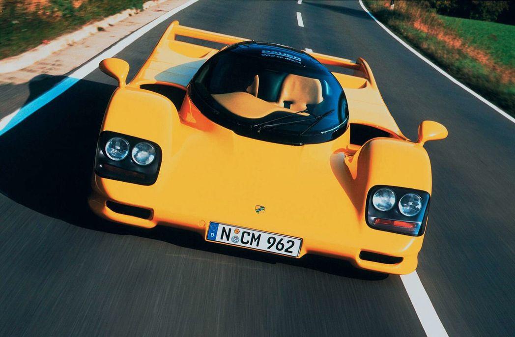"""Dauer 962 LM o primeiro carro """"de rua"""" no Mundo a atingir 400 km/h 🚀  ⠀⠀⠀⠀⠀⠀⠀⠀⠀ Cerca de 150 Porsches 962 foram construídos, o tornando um…"""