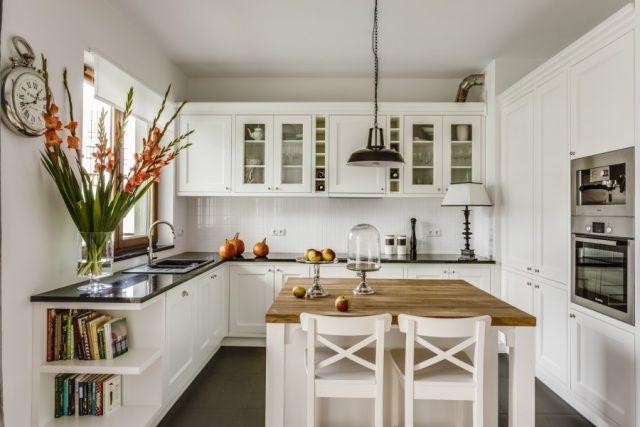 Biala Kuchnia Z Drewnianym Blatem Szukaj W Google Classic Kitchen Design Kitchen Design Country Kitchen