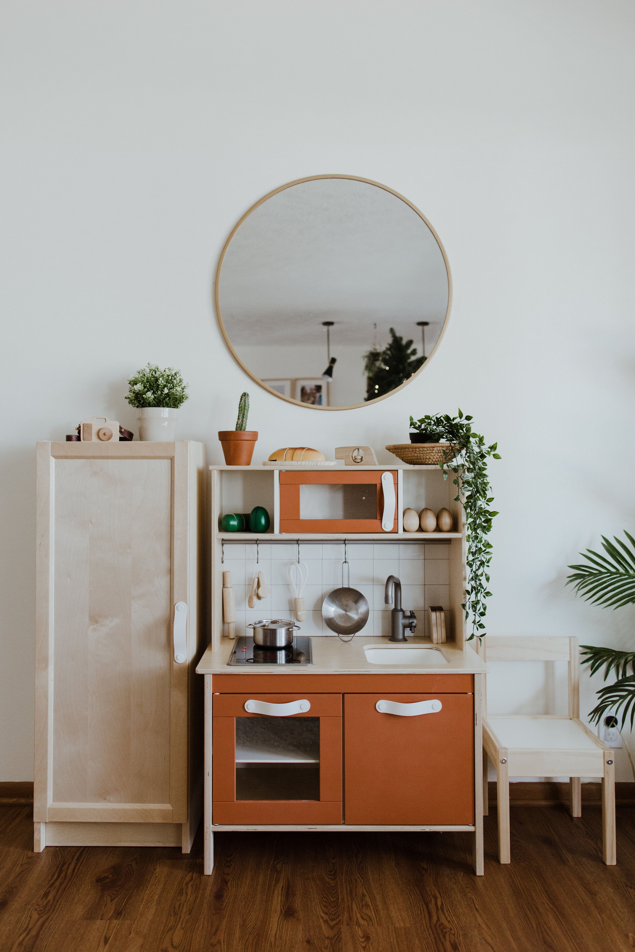 IKEA DUKTIG PLAY KITCHEN MAKEOVER + REFRIGERATOR HACK in
