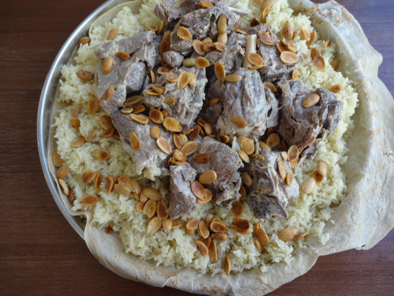 Jordanian Mansaf Lamb Cooked In A Yogurt Sauce المنسف الأردني In 2020 Mansaf Cooking Food