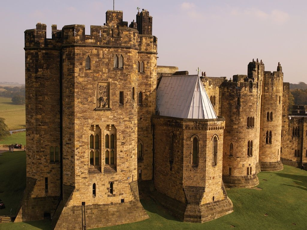 Alnwick Castle, Northumberland, England. Filiming location for Harry ...