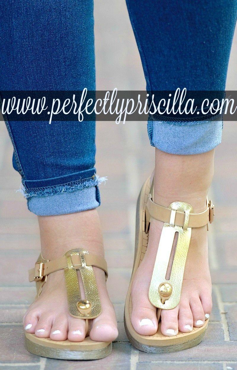 777b70d8791b8f  curvy  fashion  trendy  look  plussize  sandals  gold