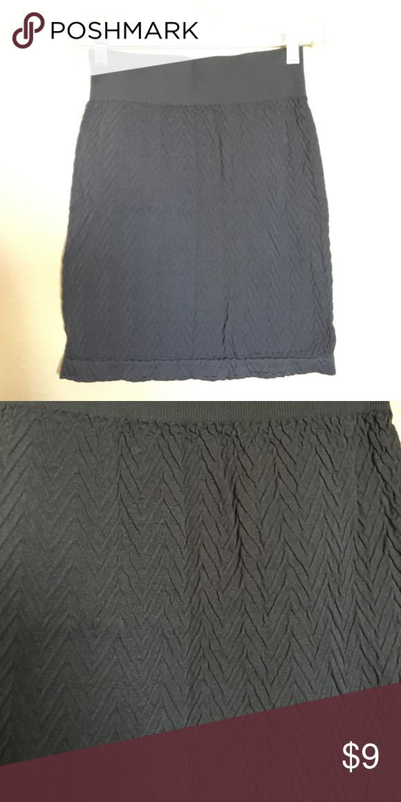 Texturized Bandage Skirt Grey soft texturized skirt. Zig zag pattern on skirt. Size XS. Skirts Mini