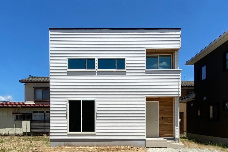 タタミリビングという選択 建築実例 新潟の注文住宅 デザイン住宅 新築の住まい ディテールホーム 住宅 外観 ホーム 住宅