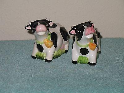 Salt/Pepper Shakers/Cows