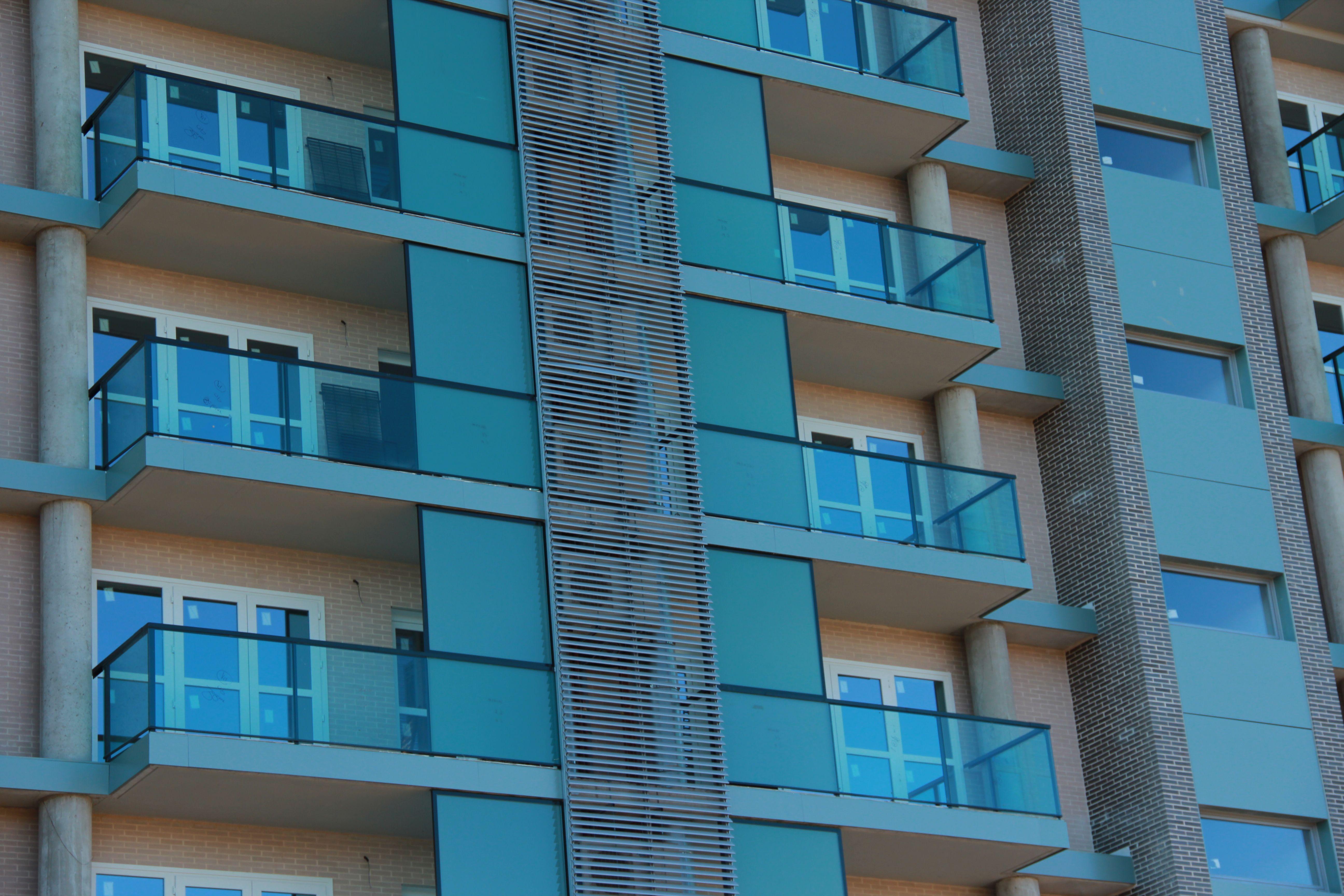Detalle de fachada principal. Terrazas-tendederos. | OBRA - 63 viv ...