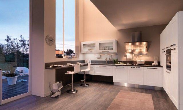 Ante dal design classico prendono forma in una cucina moderna che ...