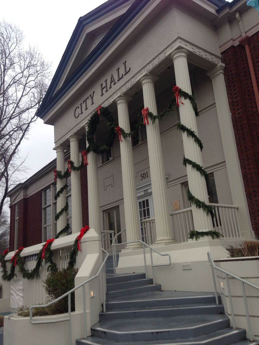 Color The Festive Garland And Christmas Decorations That I Found On The City Hall Are A Perfect Example Of Complimenta City Hall Complimentary Colors Building