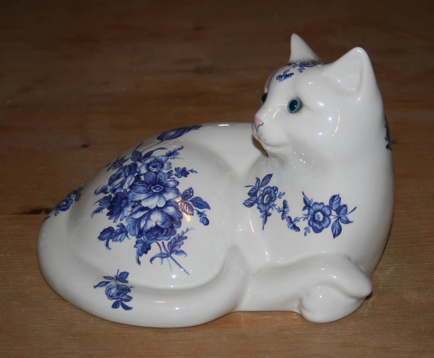 Just Cats and Friends Stoke on Trent White Blue Pottery