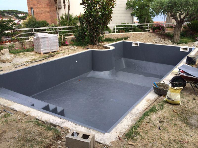 Paso 2 instalaci n de l mina de pvc termosoldada de una for Pasos para construir una piscina