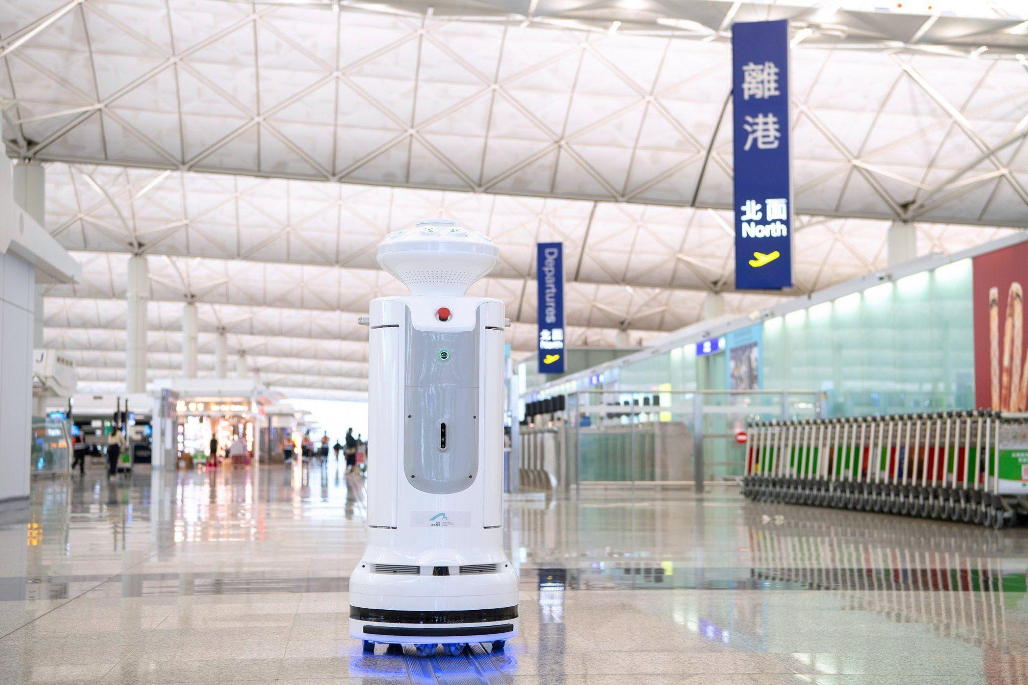Robots de desinfección aeropuerto de Hong Kong