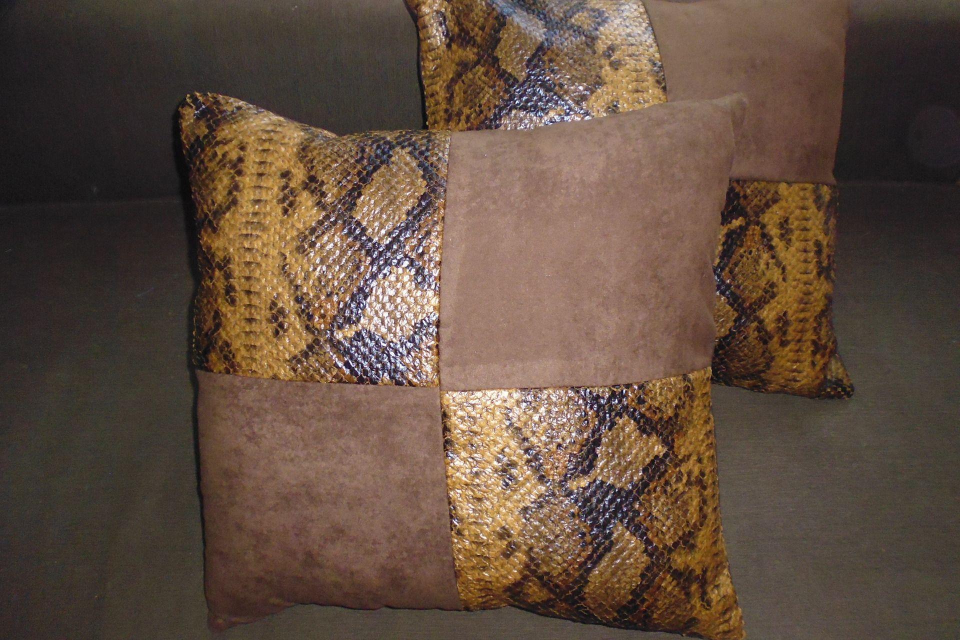 """COUSSINS """"SERPENT"""" ET SUÉDINE CARRE : Textiles et tapis par kotonou"""