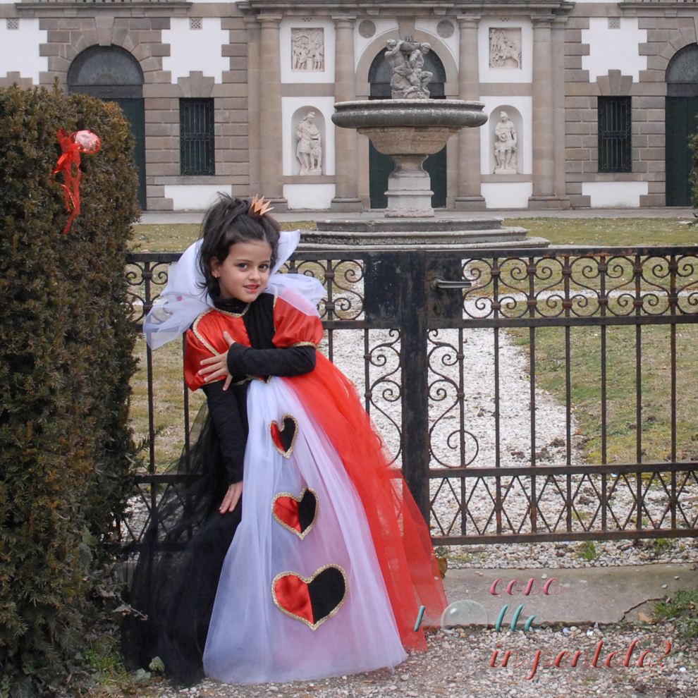 regina di cuori cucito creativo costume carnevale per bambina Queen of  hearts kids costume 7dec2b848c5