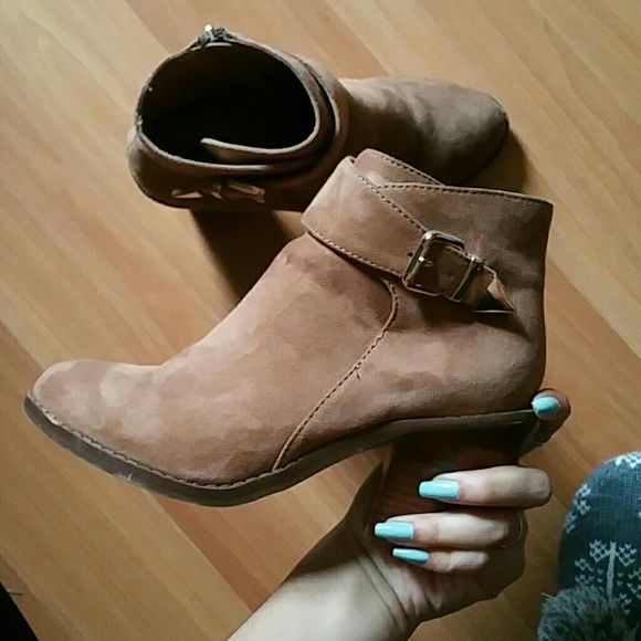 Faux suede tan booties Faux suede tan booties, super cute w jeans, worn once size 6. Forever 21 Shoes Ankle Boots & Booties