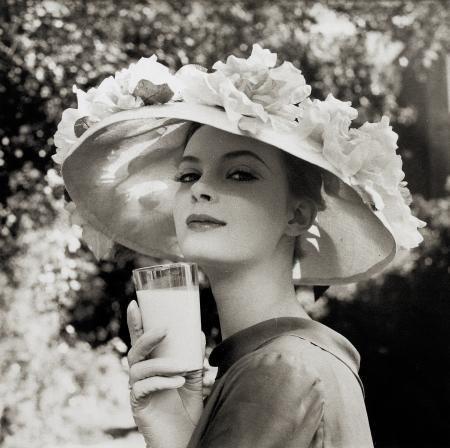 Nena V S Thurman In A Drinka Pinta Milka Day Ad 1958 帽子