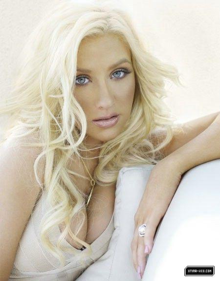 christina-aguilera-galerie-blond-pink