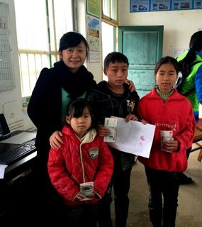 Students in Wuxuan with Tina Qin