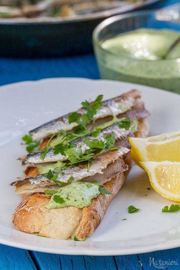 Opečené chlebíky so sardinkami a dresingom Green Goddess