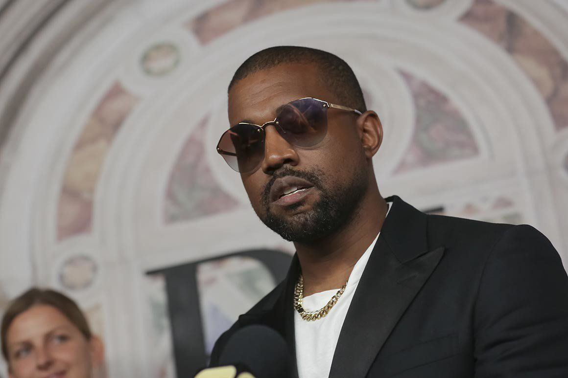 Kanye West Climbs Table In Apple Store And Gives Another Bizarre Pro Trump Speech See The Video Kanye West New Kanye Kanye