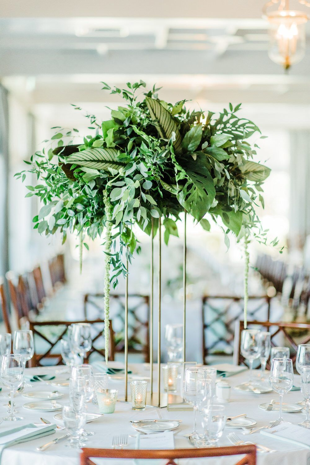 Chic tropical wedding in Florida with a huge bouquet of ruffled palm leaves Chic tropical wedding in Florida with a huge bouquet of ruffled palm leaves