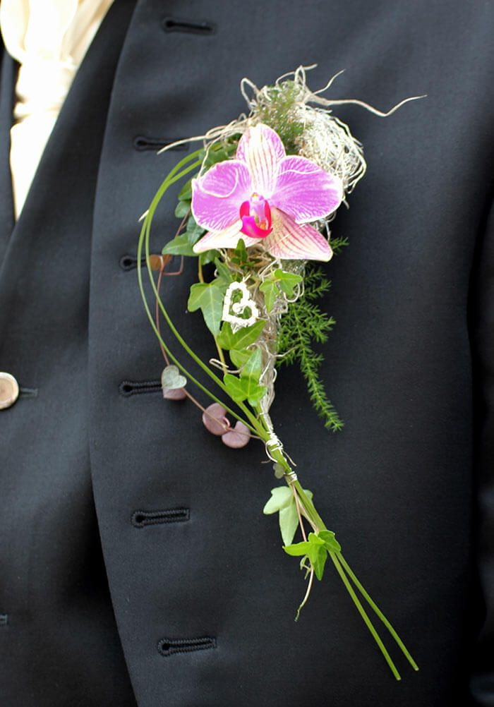 Entdeckt tolle Hochzeitsanstecker mit Orchidee in unserer riesigen Bildergalerie und lasst euch von den vielen Hochzeitsanstecker Ideen inspirieren!