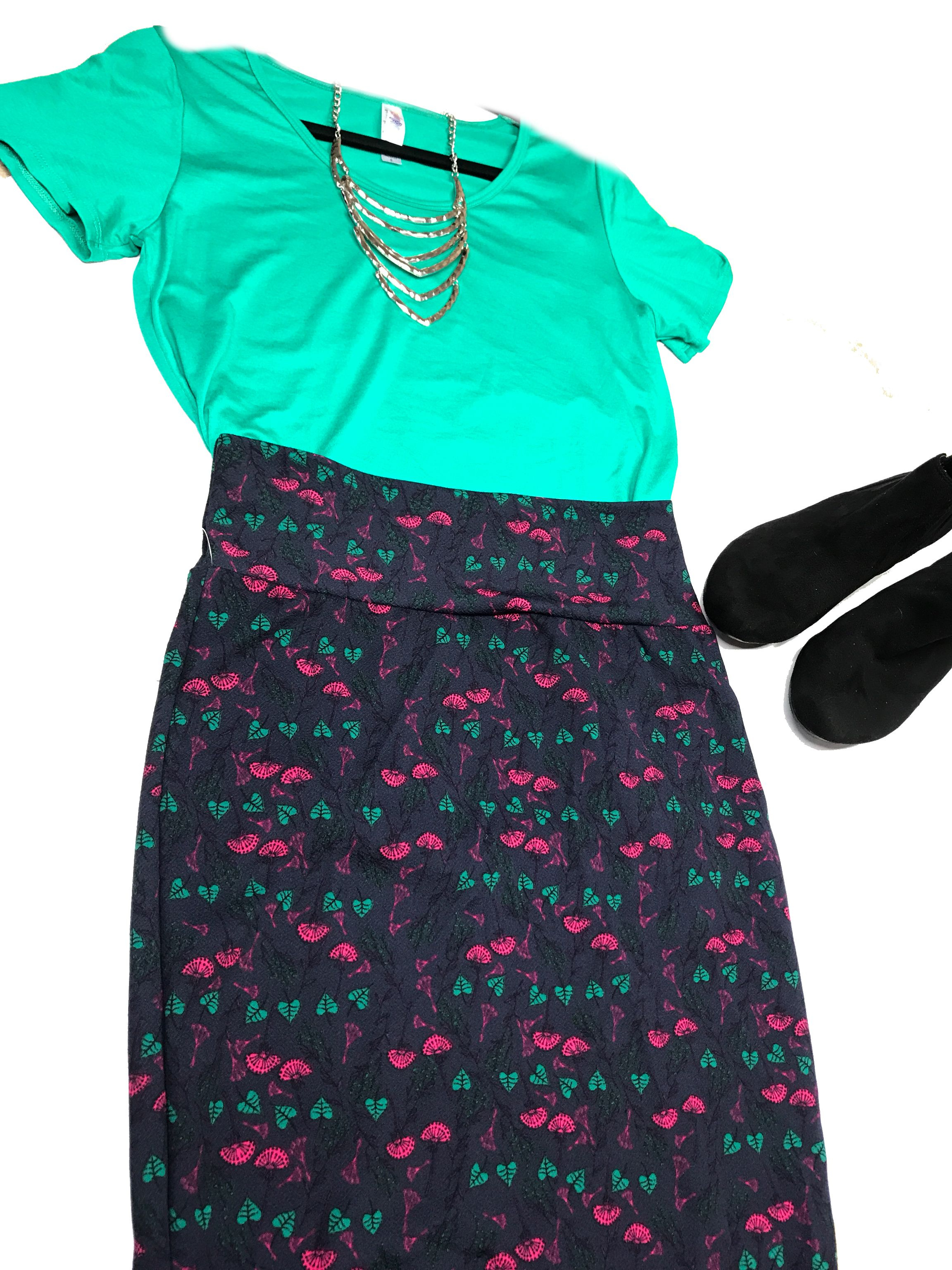 a17d7d39622 Perfect business casual outfit of a LuLaRoe classic tee and Cassie skirt