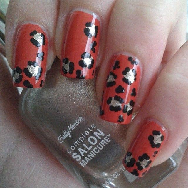 Frisch gepunktet! Über #ciate #encore! was wildes mit #SallyHansen #CoatOfArms und #kleancolor #black #frischgestrichen #notd #nail #polish #nailpolish #nagellack #nagellacke #nailart #art #nailswag #nailstagram #instanails #fashion #paint #lacquer #varnish #nailvarnish #beauty #nails #nailsofinstagram