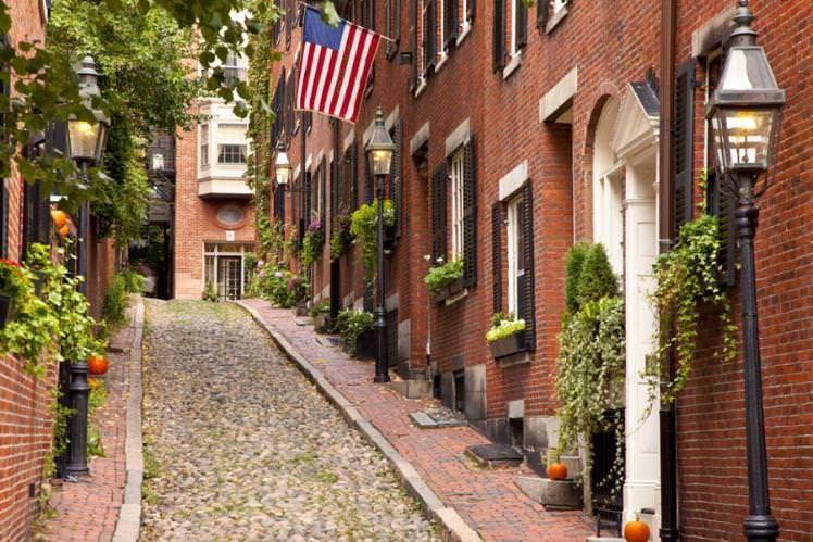 Famous Acorn Street in Beacon Hill, Boston