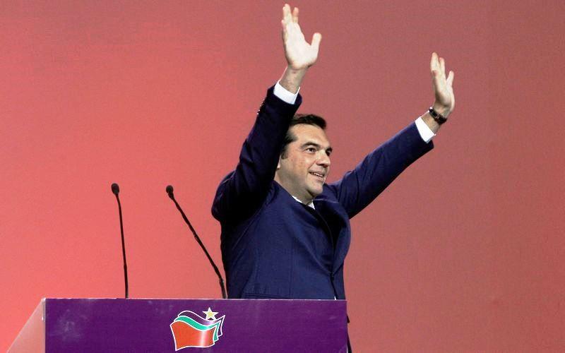 Ανατροπή σημειώθηκε στην εσωκομματική εκλογική αναμέτρηση του ΣΥΡΙΖΑ, η οποία ανέδειξε ως απρόσμενο νικητή της τον Αλέξη Τσίπρα, μια ε...