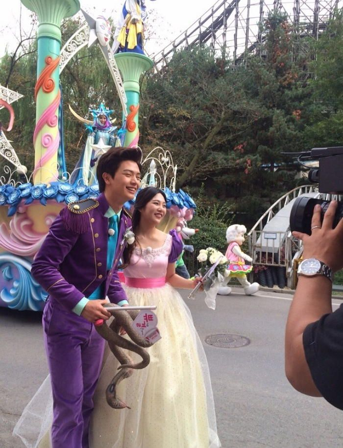 Yook Sungjae And Joy Have A Fairy Tale Wedding At An Amusement Park Sungjae And Joy We Got Married Couples We Get Married