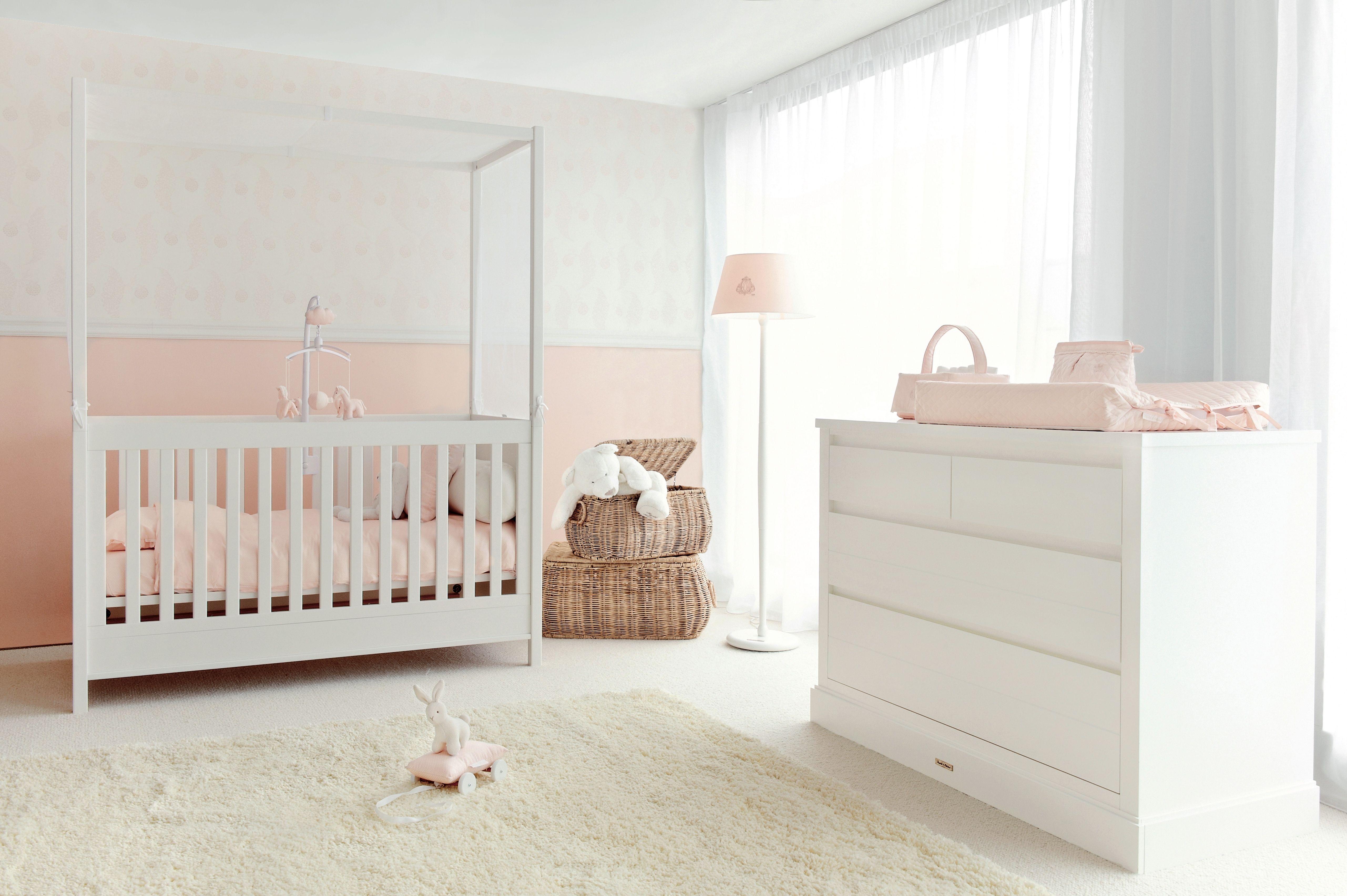Théophile & Patachou Chambre baldaquin rose pour bébé Idées déco