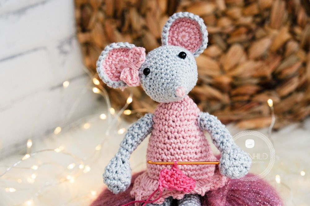 Make this simple and sweet little crochet mouse, a free crochet ...