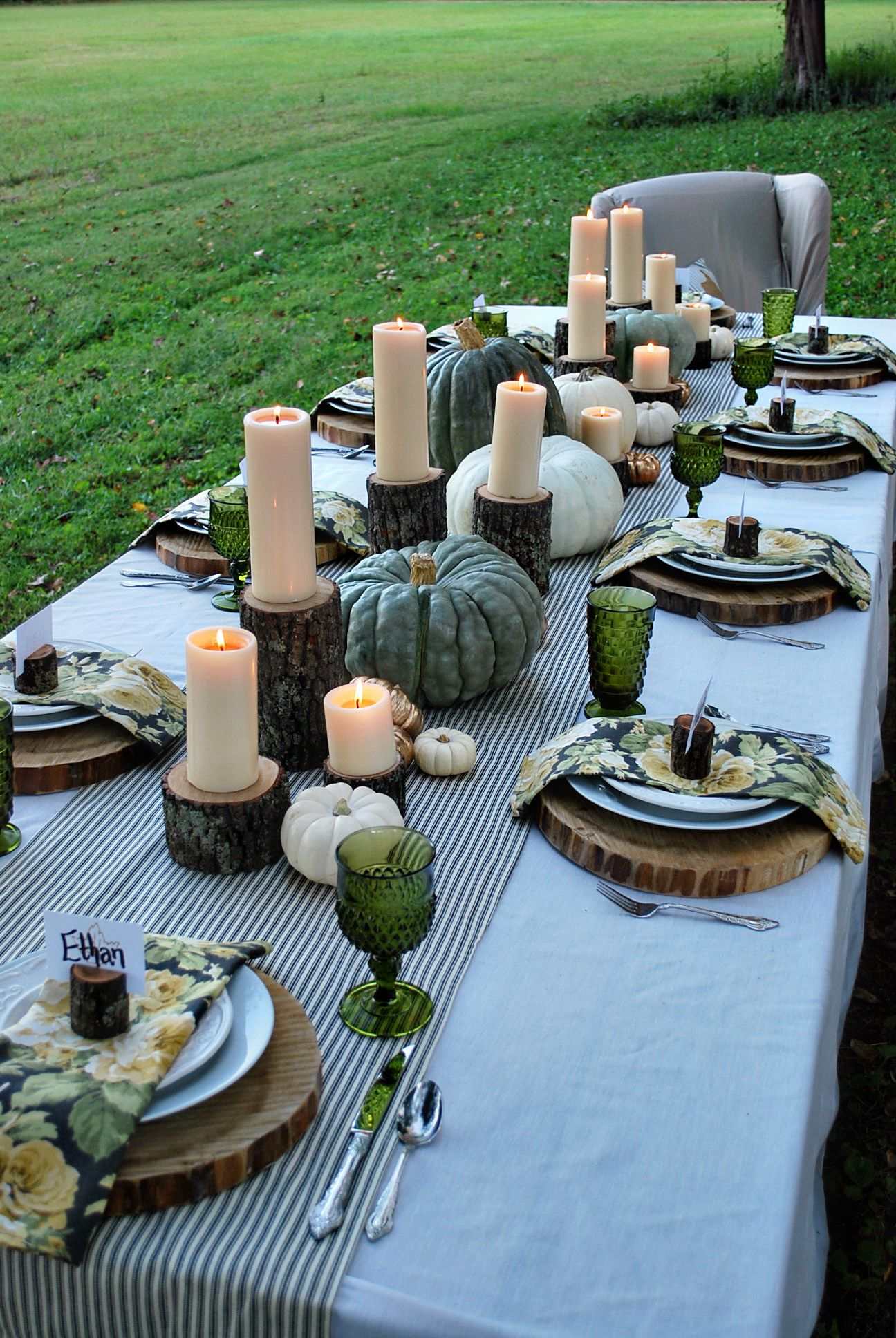 Charmant Dark Green Glass, Wood Plank Chargers, White Candles On Wood For A Breath  Taking Table Setting.
