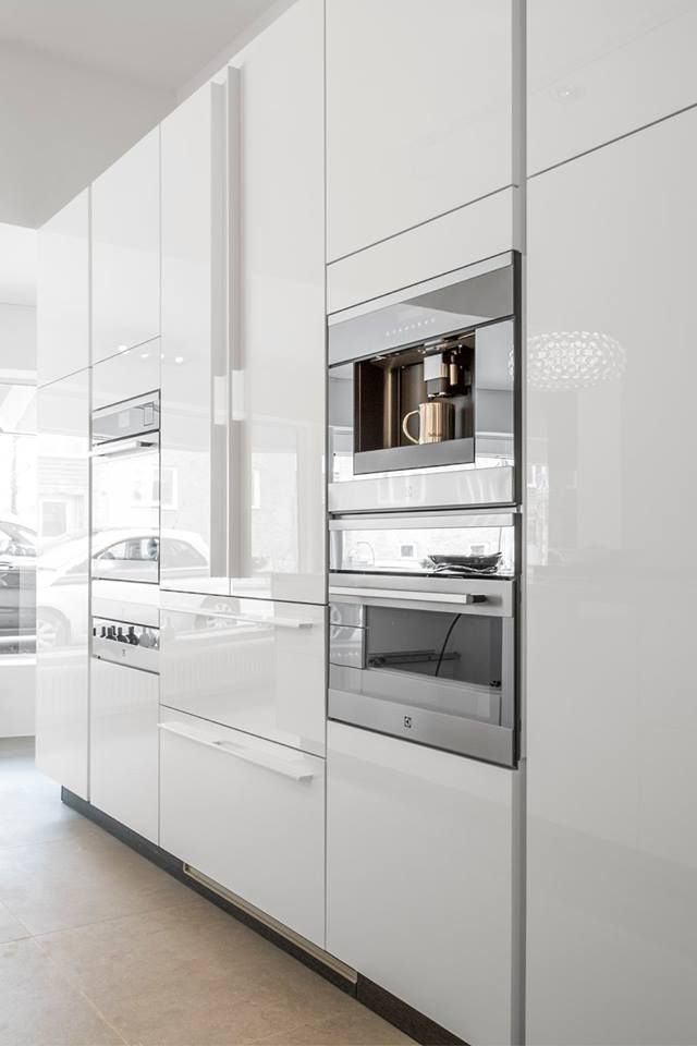Siematic Pure Lotus White Glossy In Sweden In The Danefors Koksstudio Siematic Tibrokok V Zug Home Appliances Kitchen Appliances Kitchen