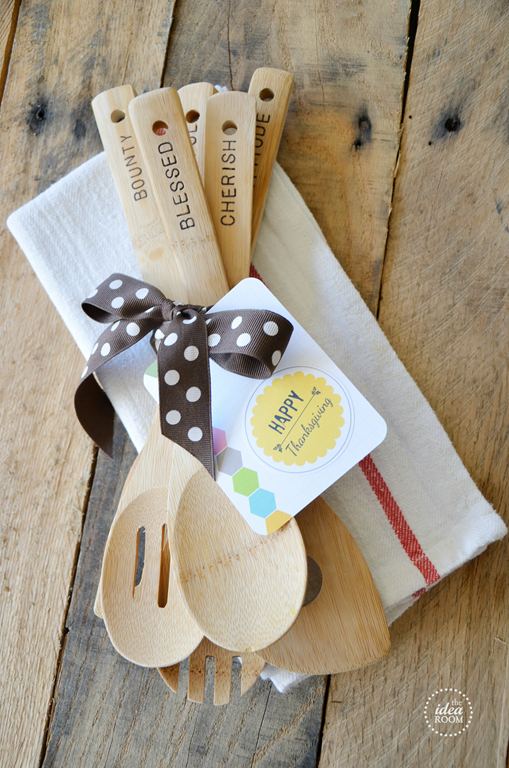 Superb Christmas Party Hostess Gift Ideas Part - 7: Hand Stamped Wooden Spoons For A Hostess Gift Or Christmas Gift |  Theidearoom.net