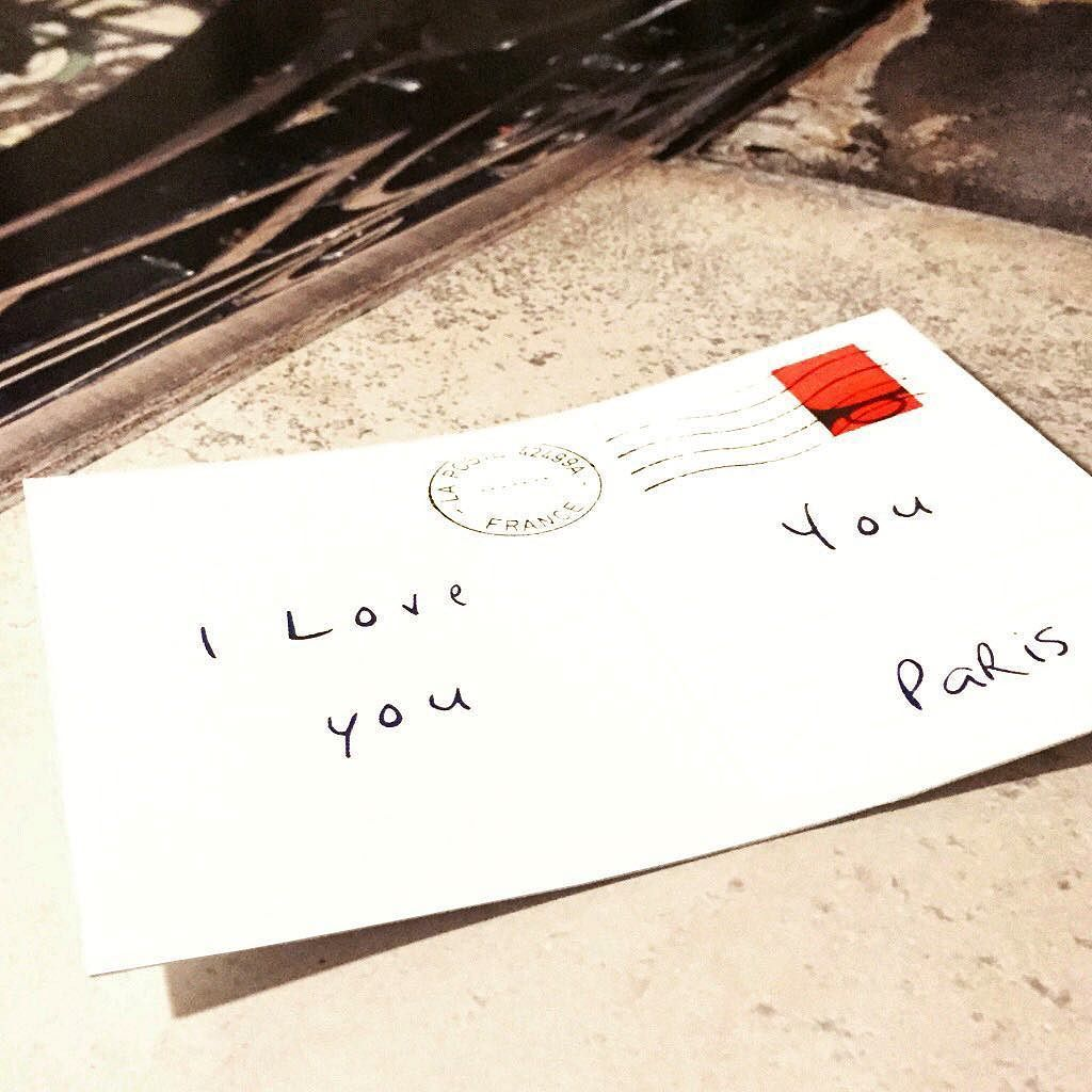 """""""i love you""""  40x40cm Disponible à la Galerie Strip Art (www.stripart.com) (Photographie contrecollée et collage de la sonnette sur Dibon (aluminium) avec châssis rentrant) #lesonneur #streetart #paris#urbanart #contemporaryart #artcontemporain #art #parisart #artparis#streetartparis by le_sonneur"""
