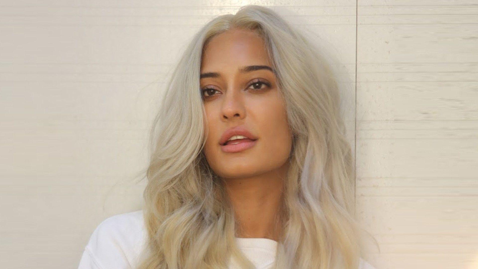 Platinum Blonde Hair On Dark Dusky Skin Tone Indian Skin Lisa Haydon Platinum Blonde Hair Perfect Hair Color Cool Hair Color