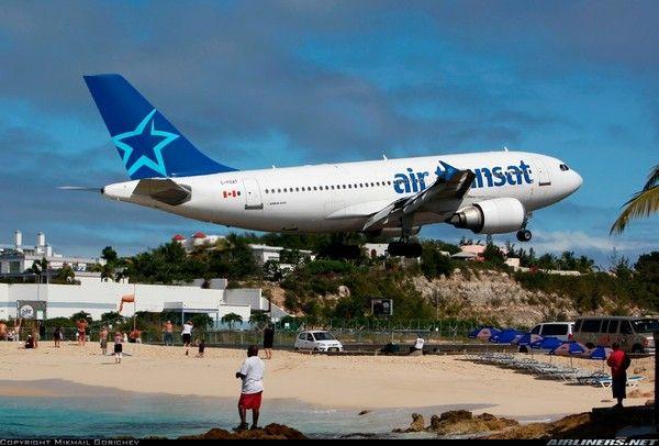 Maho Beach Esta Situado En El Lado Holandes De La Isla San Martin En