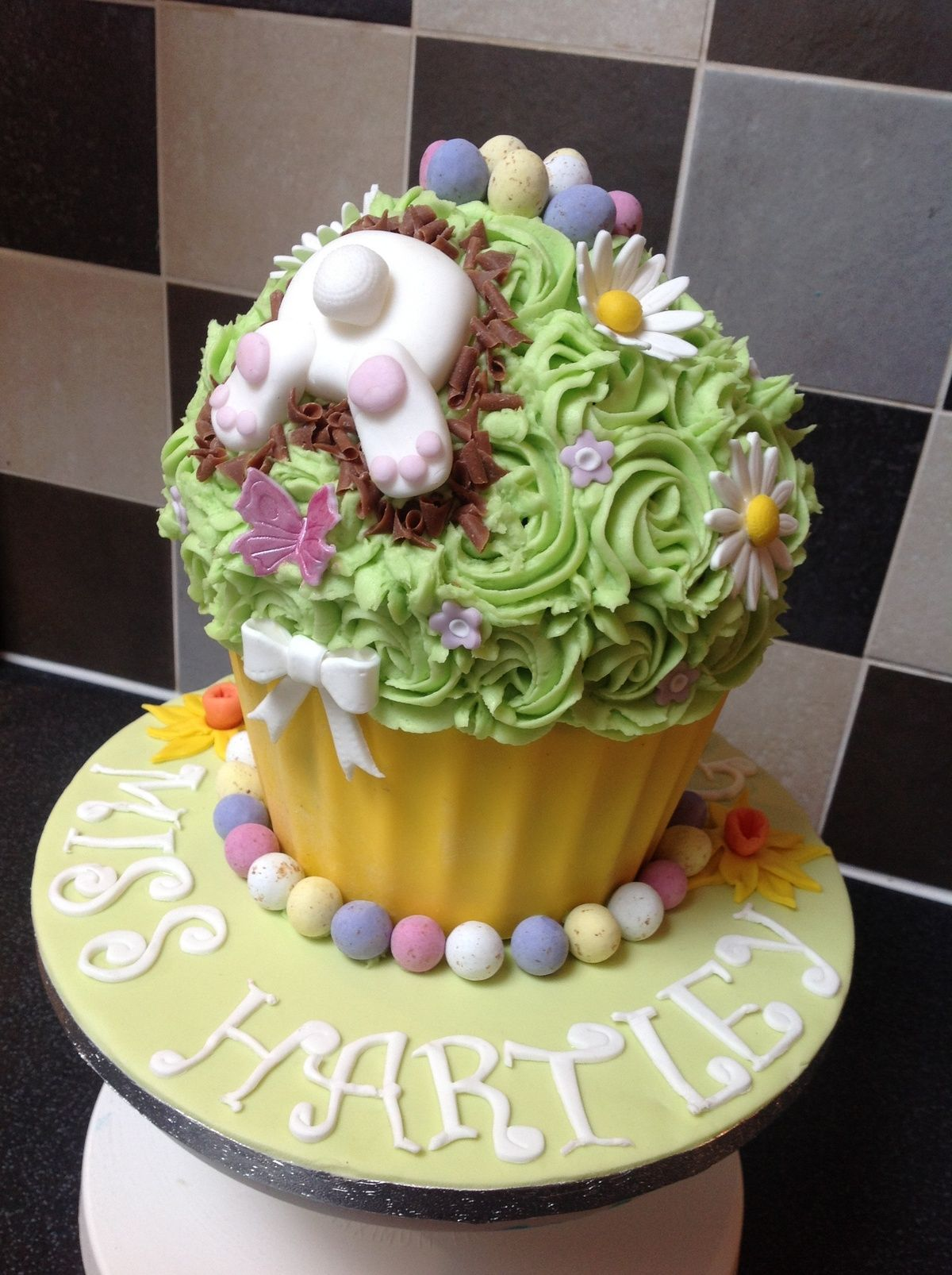 Giant Cupcake Decorating Ideas For Easter ...