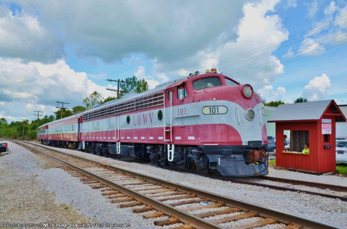 Remember what it's like to enjoy the journey and tour Ohio in a unique way. The following are eight train rides in Ohio that will give you an unforgettable experience.