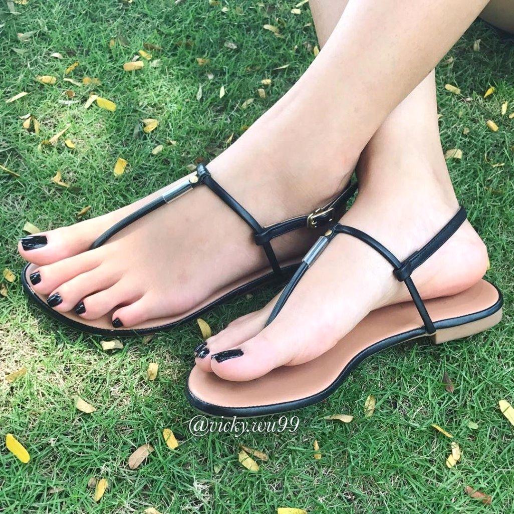 Beautiful Girls Feet Sandals
