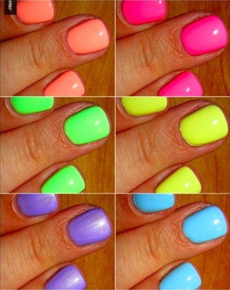 Helle farbige Nagellack-Luxus-Sommernägel Ich liebe es