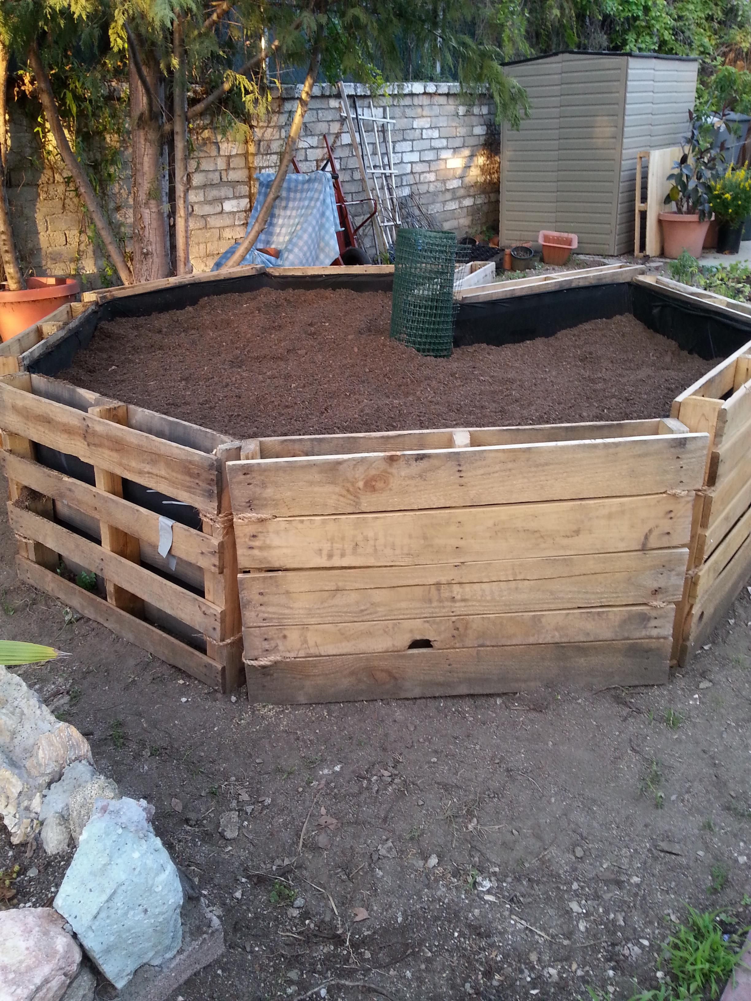 Built this DIY Keyhole Garden with recycled wooden pallets. - Album ...