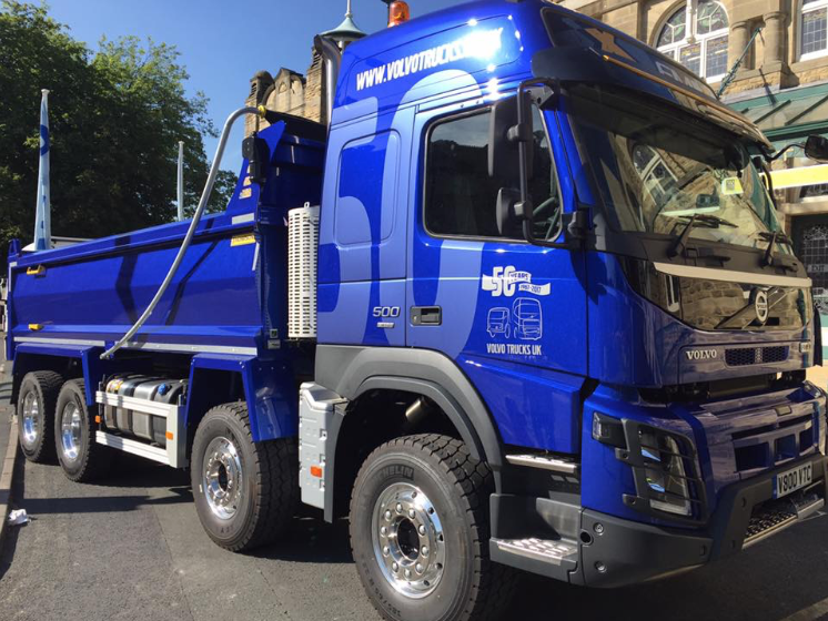 WOW! Check out this stunning Volvo FMX outside Tip-ex and Tank-ex   VolvoFamily  volvotrucksuk  TheVolvoFMX 60b862c4d95
